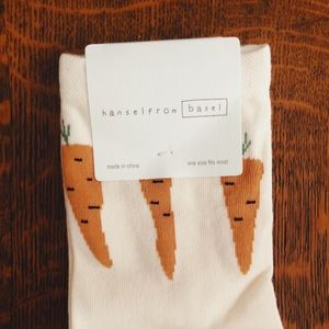 Anthropologie NWT ivory carrot crew socks